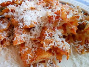 bow tie pasta with chicken and tomato sauce charles and
